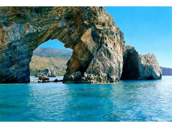 Sulla rotta di Ulisse una settimana di navigazione Costiera Amalfitana e Ci...
